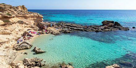 Tee päiväretki Formenteralle, jossa turkoosi vesi ja valkoinen hiekka odottavat.