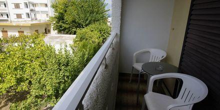 Kahden hengen huoneen parveke. Hotelli International, Kos, Kreikka.