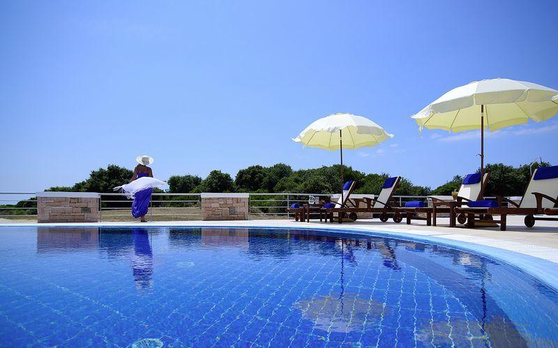 Allas, hotelli Ionian Theoxenia. Kanali, Kreikka.