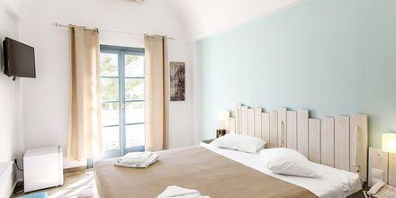Kahden hengen huone. Hotelli Iris, Kamari, Santorini.