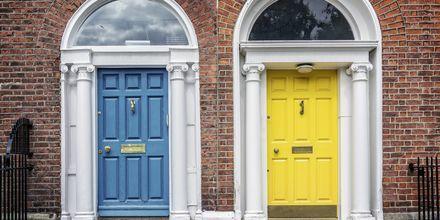 Värikkäitä ovia Dublinissa.