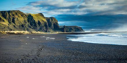 Mustaa hiekkaa Vikin saarella.
