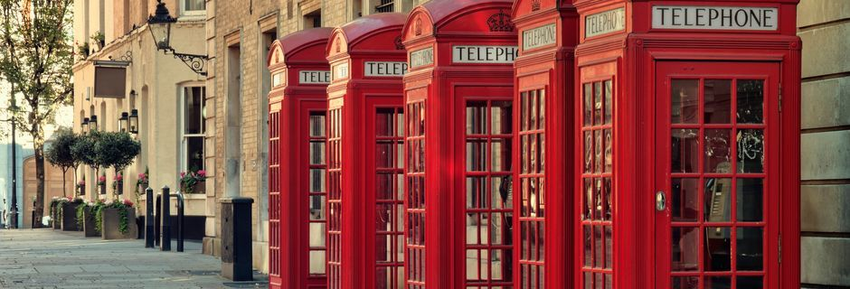 Klassinen punainen puhelinkoppi, Lontoo, Iso-Britannia.
