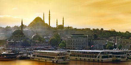 Sininen Moskeija sekä Hagia Sofia.