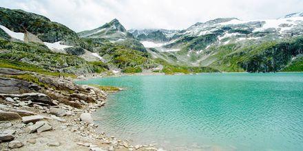 Jäätikköjärvi Alpeilla, Itävallassa.