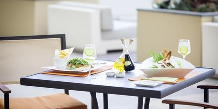 Ravintola/baari The Deck, Hotelli JA Ocean View, Dubai, Yhdistyneet Arabiemiraatit.