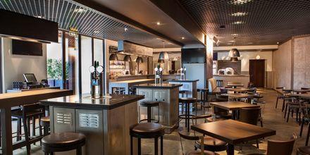 Girders Sports bar, Hotelli JA Ocean View, Dubai, Yhdistyneet Arabiemiraatit.
