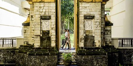 Candi bentar -temppelin sisäänkäynti. Jimbaran, Bali, Indonesia.