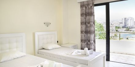 Kahden hengen huone. Hotelli Joni, Saranda, Albania.