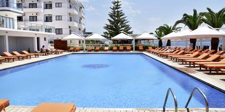 Allas naapurihotelli Saranda Palacessa Sarandassa, Albaniassa.