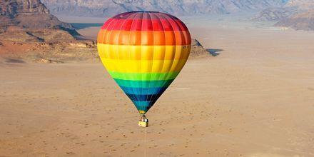 Kuumailmapallo Wadi Rumin yllä, Jordania.