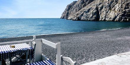 Ravintola rannalla. Kamari, Santorini, Kreikka.