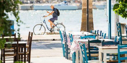 Istahda tavernaan ja nauti Välimeren maisemista.