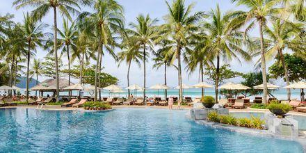 Apollomatkojen hotelli Katathani Phuket Beach Resort & Spa sijaitsee Kata Noi Beachilla.
