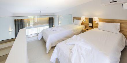 Superior-yksiö. Hotelli Kiani Beach Resort, Kalives, Kreeta.