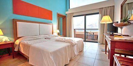 Kaksio. Hotelli Kiani Beach Resort, Kalives, Kreeta.