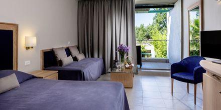Suurehko kahden hengen huone, Hotelli Kontokali Bay, Korfu, Kreikka.