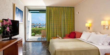 Yhden hengen huone. Hotelli Kontokali Bay, Korfu, Kreikka.