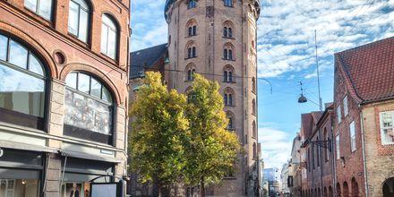 Rundetårn, yksi Kööpenhaminan tunnetuimmista nähtävyyksistä.