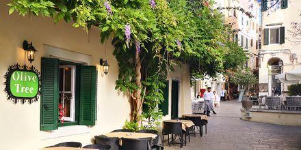 Korfun kaupungissa on monipuolisesti tunnelmallisia ravintoloita ja kahviloita.