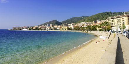Ajaccion rantapromenadi, Korsika.