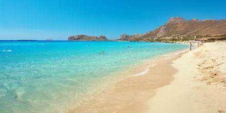 Falassarnan hiekkaranta on suosittu retkikohde Kreetalla.