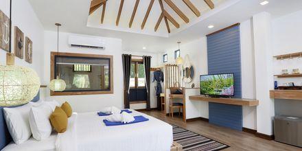 Deluxe -huone bungalowissa, hotelli Lanta Casa Blanca. Koh Lanta, Thaimaa.