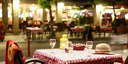 Ravintola rantabulevardilla Nidrissä, Lefkas, Kreikka
