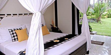 Superior -huone, Hotelli Legian Beach, Kuta, Bali.