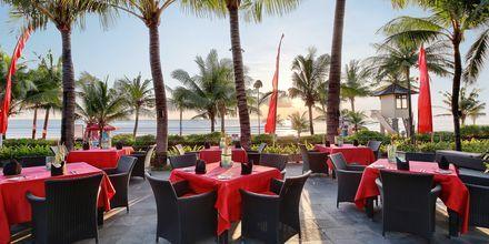 Ravintola Ocean Terrace, hotelli Legian Beach. Kuta, Bali.
