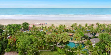 Allas ja ranta, hotelli Legian Beach. Kuta, Bali.