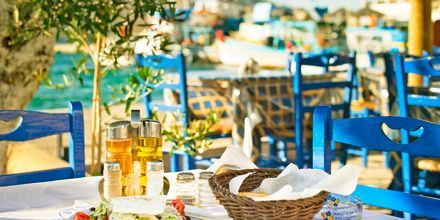 Lounas auringossa. Leros, Kreikka.