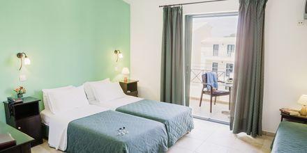 Yksiö. Hotelli Likithos Village, Korfu, Kreikka.