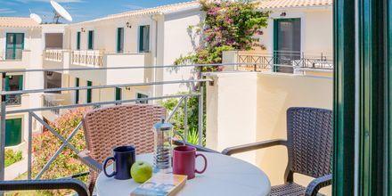 Kaksio/yksiö vanhemmassa osassa. Hotelli Likithos Village, Korfu, Kreikka.