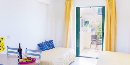 Kaksio. Hotelli Likithos Village, Korfu, Kreikka.
