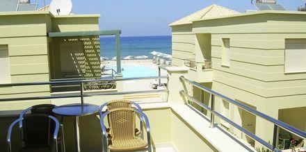 Parveke. Hotelli Lissos, Platanias, Kreeta, Kreikka.