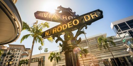 Rodeo Drive on tunnettu katu Beverly Hillsissä, Los Angelesissa.