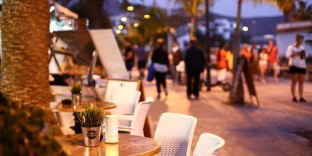 Tunnelmallinen ravintola Los Cristianoksessa.