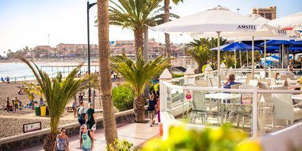 Los Cristianoksen rantakadulla on useita ravintoloita.