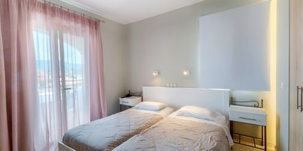 Kahden hengen huone, hotelli Louvre. Gouvia, Korfu, Kreikka.