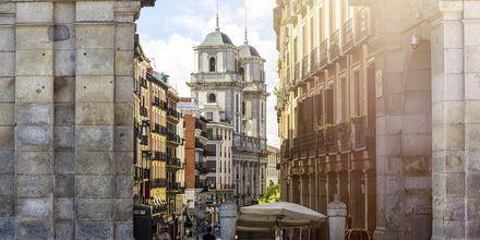 Madridista löytyy monipuolista arkkitehtuuria, mutta vanhassa kaupungissa on yhä jäljellä alkuperäisiä rakennuksia.