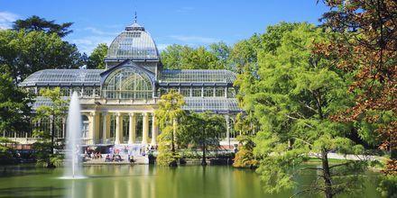 Palacio de Cristal Retiron puistossa on kuuluisa rakennus, joka rakennettiin vuonna 1887.
