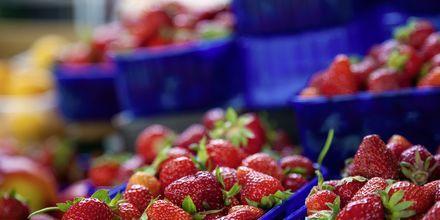 Tuoreita hedelmiä ja vihanneksia.