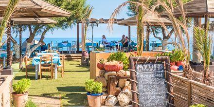 Nauti hyvästä ruoasta merinäköalalla. Maleme, Kreeta, Kreikka.