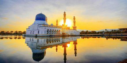 Kota Kinabalun moskeija on suosittu nähtävyys Malesiassa.