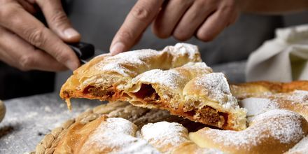 Yksi Mallorcan erikoisuuksista, leivos nimeltä ensaimada.