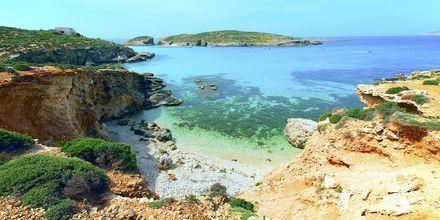 Upea sininen laguuni Maltalla Cominon saaren lähettyvillä.
