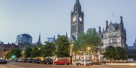 Manchesterin kaupungintalo toiselta puolelta.