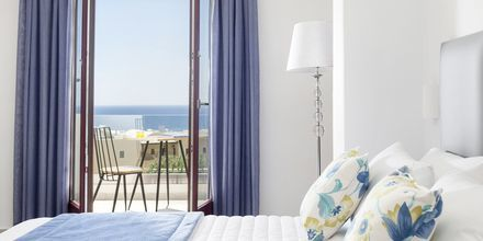 Superior-huone. Hotelli Mar & Mar Crown Suites, Santorini, Kreikka.