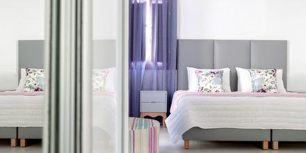 Kahden hengen huone. Hotelli Mar & Mar Crown Suites, Santorini, Kreikka.